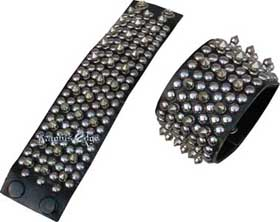 These spiked leather wrist band bracers are sold as singles so if you want a pair you need to buy 2 pieces. The photo shows two singles.